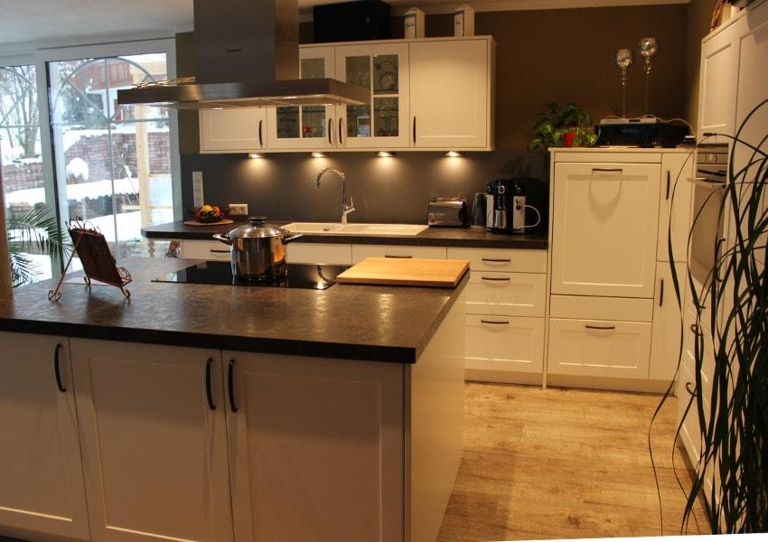 KUE02 - Küche L-Form mit Kochinsel