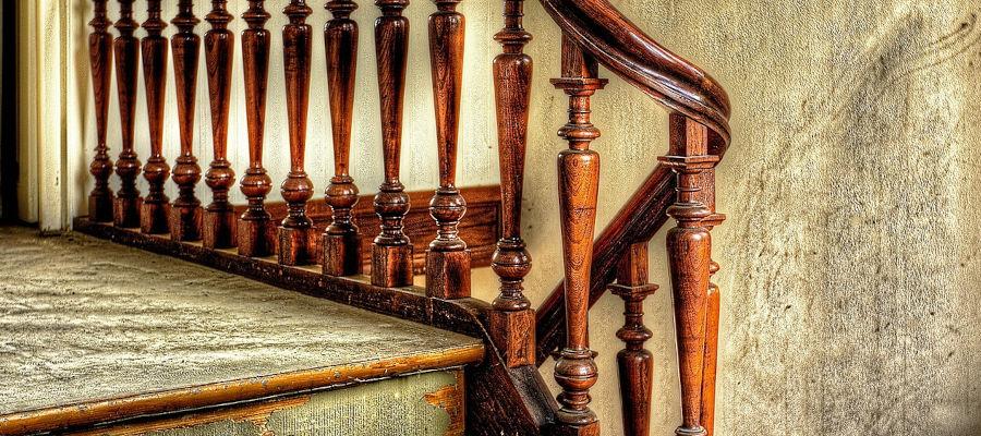 Eine Holztreppe bringt Ästhetik ins Haus